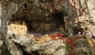 Montserrat, la Santa Cova (3 km)