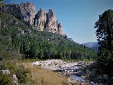 Pel Parc Natural dels Ports entre la Franqueta, el Toll del Vidre i els estrets d'Arnes