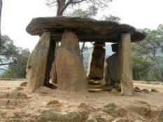 De Vallgorguina al dolmen de Pedra Gentil